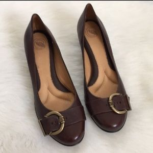 Nurture by Lamaze  low heel in brown leather